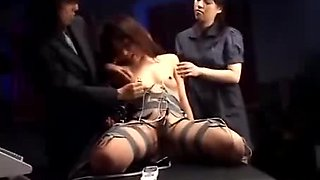 Japanese slut gets her cunt stimulated till she squirts