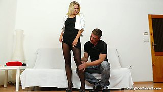 Lustful blondie Barra Bbrass finger fucked through pantyhose