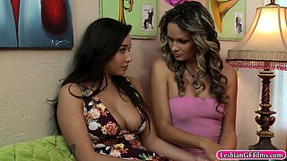 Prinzzess n Karlee Grey licking pussies in the bedroom