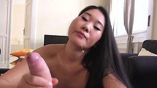 Super hot chinese babe fucks and sucks in homemade sex tape