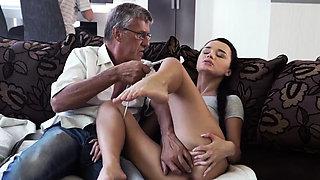 Daddy fucks cheerleader patron' crony's step daughter