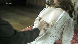 La belle endormie (2010) Dounia Sichov, Julia Artamonov and Other