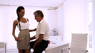 OLD4K. Old boss nails black-haired secretary right on...