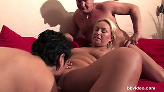 bbvideo.com bi German milf fucks lucky guy in threesome