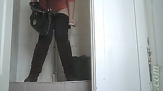 Chunky and cute brunette babe in tight jeans filmed in the toilet