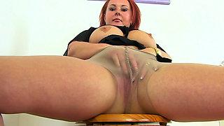 British milf Diamond works her nyloned fanny on toilet