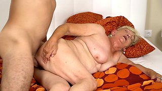 Lover of old women knows how to fuck blonde and make her happy