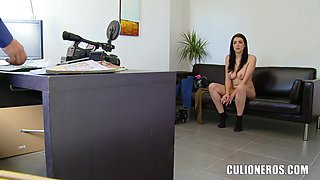 Teen porn curve Claudia Bomb demonstrates her oral skills for camera