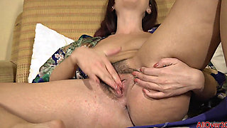 helena price fingers her hairy twat