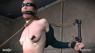 Teen tries BDSM for the first time and likes it