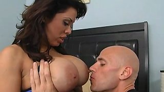 hot fitness babe gives head feature