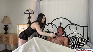 Sexy babe Jayde shows her bf how good she is in squirting
